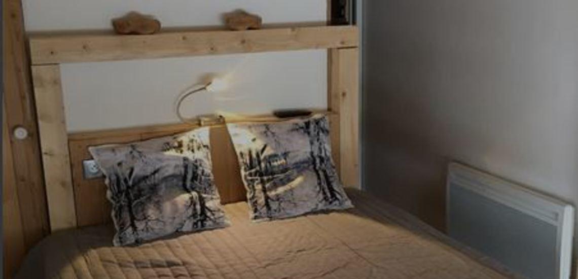 Tignes · Ferienwohnungen · Beispiel TIG-W153 · Schlafzimmer mit Doppelbett