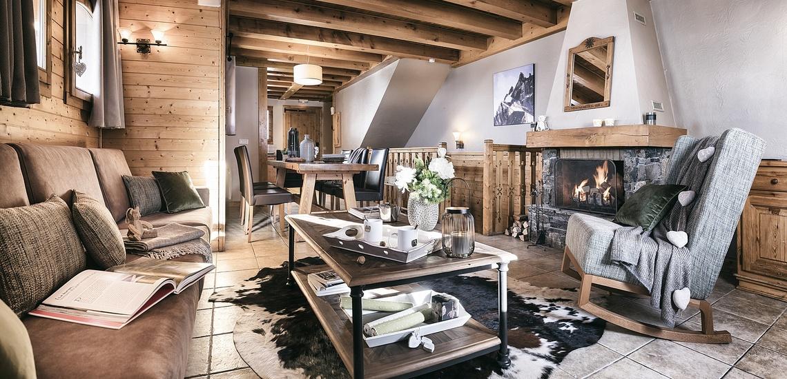 Les Montagnettes Soleil 1, Val Thorens, Trois Vallees.  Wohnzimmer mit offenem Kamin