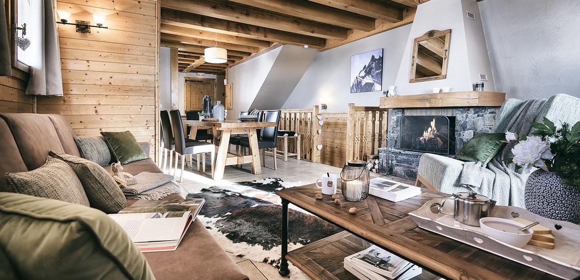 Les Montagnettes Soleil 1, Val Thorens, Trois Vallees.  Wohnzimmer mit offenem Kamin.