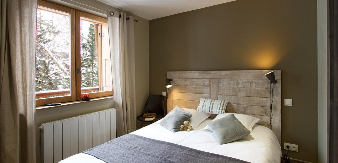 Val d'Isere · Chalet Le Cabri · Schlafzimmer mit franz. Doppelbett