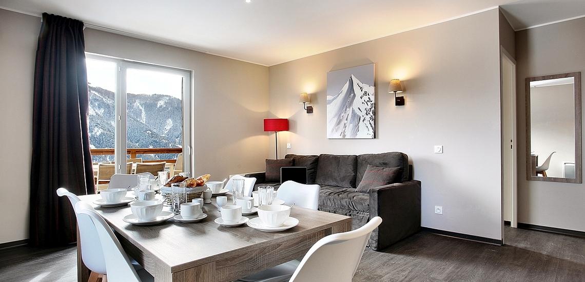 Pra Loup · Ferienwohnungen · Le Village de Prarousta · Wohnzimmer mit Essbereich