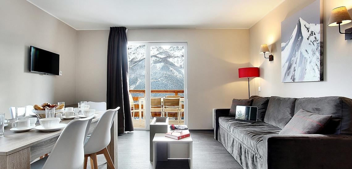 Pra Loup · Ferienwohnungen · Le Village de Prarousta · Wohn-/Essbereich in einer Ferienwohnung