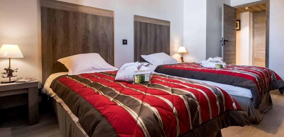 Schlafzimmer mit Einzelbetten im Panorama Vars 2000 direkt in Vars - Les Claux, Frankreich.