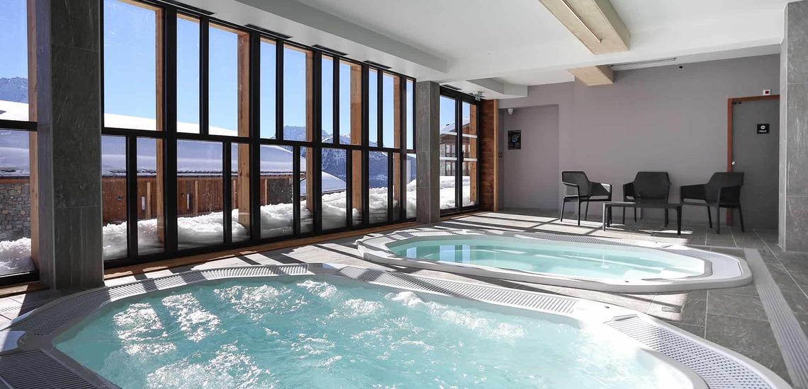 Jacuzzibäder im Alparena Hotel & Spa, Unterkünfte in La Rosiere, Skigebiet Espace San Bernardo, Skireisen/Skiurlaub in Frankreich, französische Alpen.