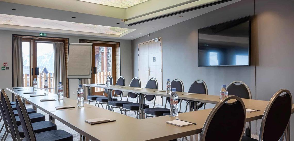 Seminarraum im Alparena Hotel & Spa, Unterkünfte in La Rosiere, Skigebiet Espace San Bernardo, Skireisen/Skiurlaub in Frankreich, französische Alpen.