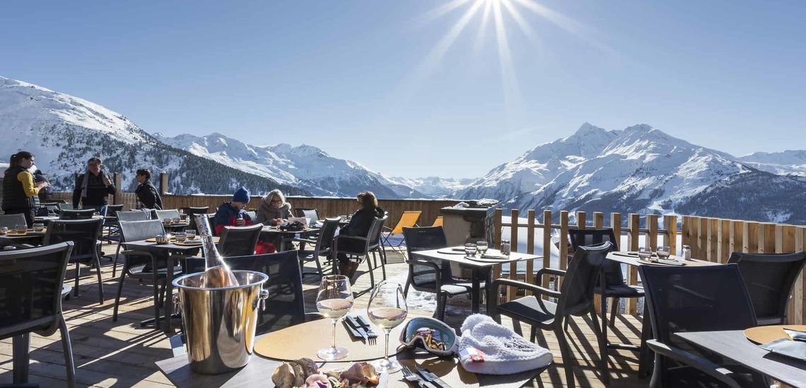 Restaurant-Terrasse des Alparena Hotel & Spa, Unterkünfte in La Rosiere, Skigebiet Espace San Bernardo, Skireisen/Skiurlaub in Frankreich, französische Alpen.