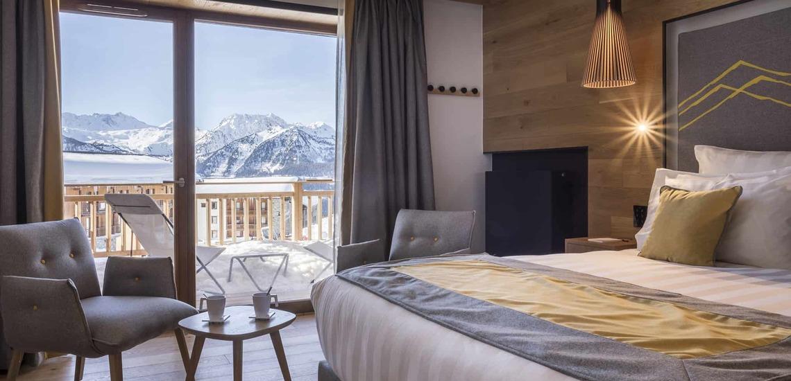 Aussicht eines Schlafzimmers im Alparena Hotel & Spa, Unterkünfte in La Rosiere, Skigebiet Espace San Bernardo, Skireisen/Skiurlaub in Frankreich, französische Alpen.