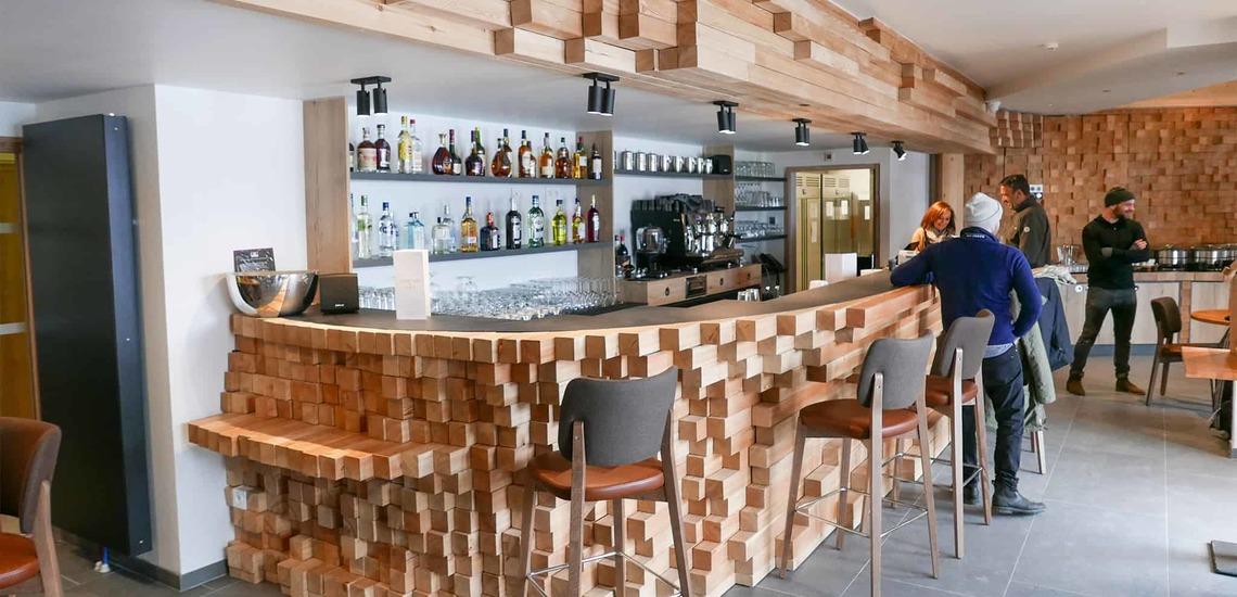 Bar im Alparena Hotel & Spa, Unterkünfte in La Rosiere, Skigebiet Espace San Bernardo, Skireisen/Skiurlaub in Frankreich, französische Alpen.