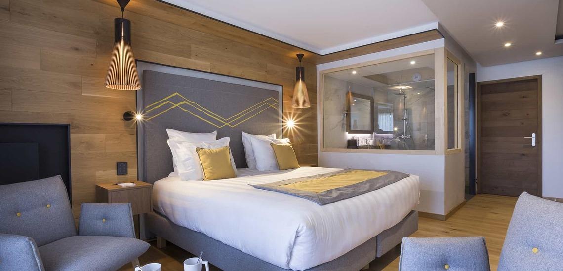 Ein Schlafzimmer des Alparena Hotel & Spa, Unterkünfte in La Rosiere, Skigebiet Espace San Bernardo, Skireisen/Skiurlaub in Frankreich, französische Alpen.