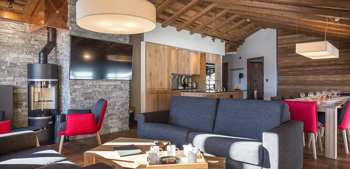 Salon einer großen Ferienwohnung im Alparena Hotel & Spa, Unterkünfte in La Rosiere, Skigebiet Espace San Bernardo, Skireisen/Skiurlaub in Frankreich, französische Alpen.