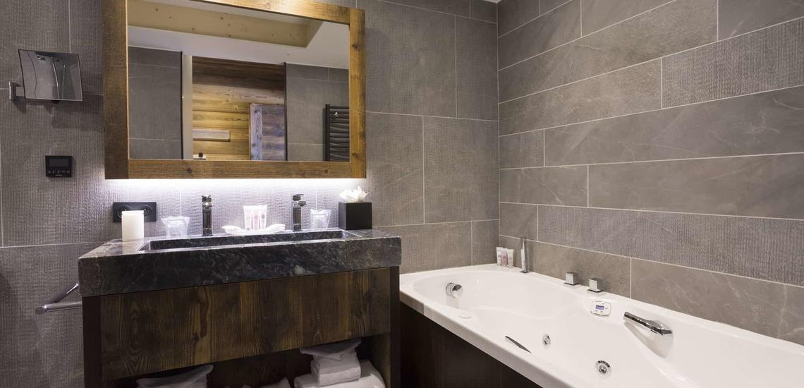 Badezimmer im Alparena Hotel & Spa, Unterkünfte in La Rosiere, Skigebiet Espace San Bernardo, Skireisen/Skiurlaub in Frankreich, französische Alpen.