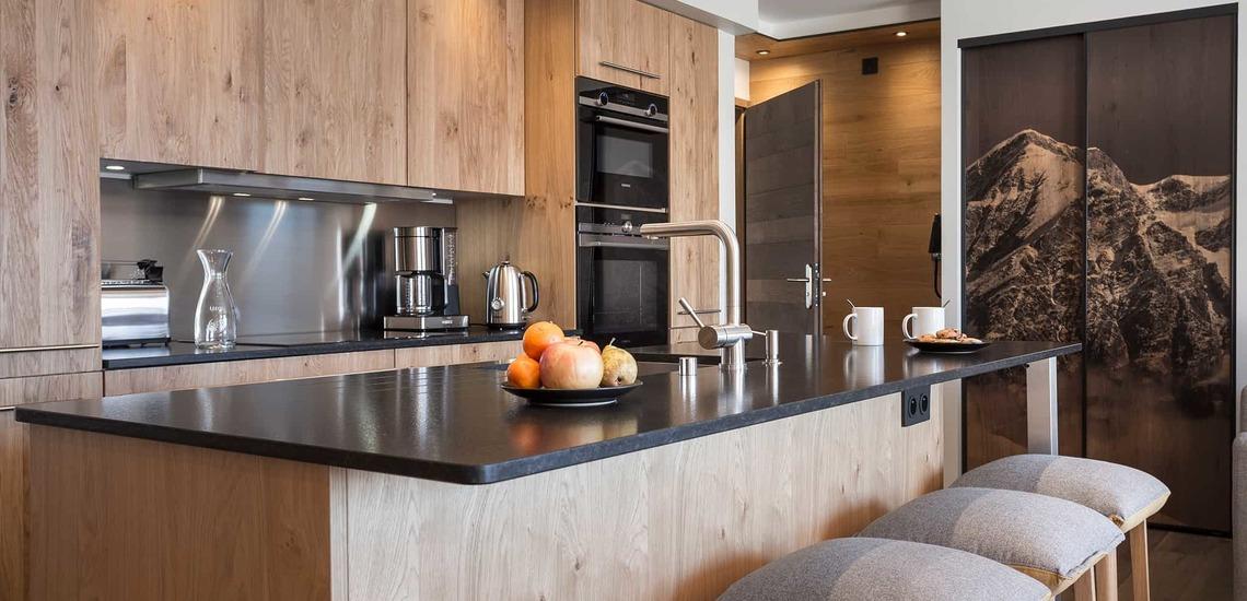 Küche einer Ferienwohnung im Alparena Hotel & Spa, Unterkünfte in La Rosiere, Skigebiet Espace San Bernardo, Skireisen/Skiurlaub in Frankreich, französische Alpen.