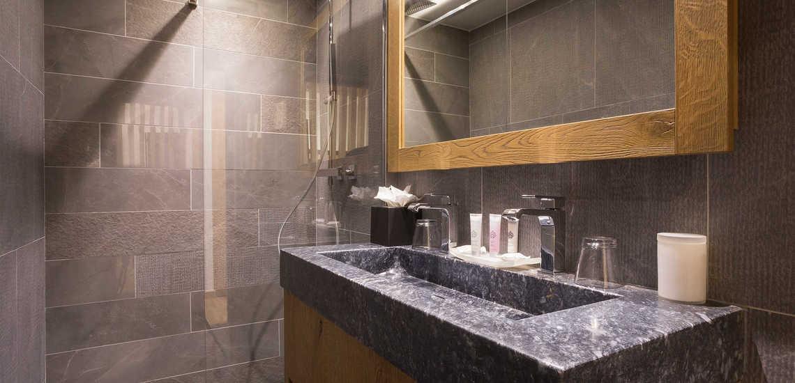 Eine Dusche des Alparena Hotel & Spa, Unterkünfte in La Rosiere, Skigebiet Espace San Bernardo, Skireisen/Skiurlaub in Frankreich, französische Alpen.