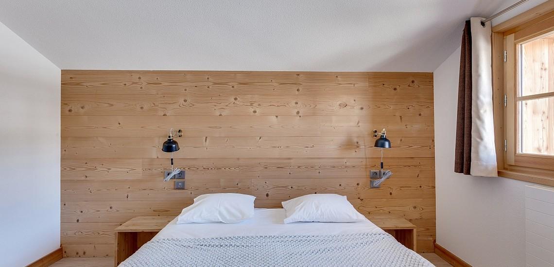 Ferienwohnungen & Chalets · Les Fermes du Mont Blanc · Combloux · Schlafzimmer mit französischem Doppelbett