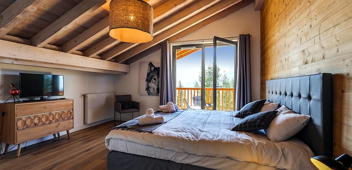 Unterkünfte · Ferienwohnung Le Hameau de Barthelemy · La Rosière · Schlafzimmer mit französischem Doppelbett