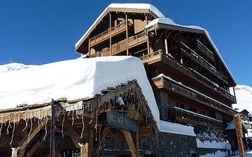 Tignes: Ferienwohnungen Village Montana - Les Airelles, direkt in Tignes Le Lac, im Skigebiet Espace Killy, dem gemeinsamen Skigebiet von Tignes und Val d'Isere. Ferienwohnungen inklusive Skipass im Herzen des Skigebiets. Skiurlaub in Frankreich. Skifahren in den französischen Alpen.