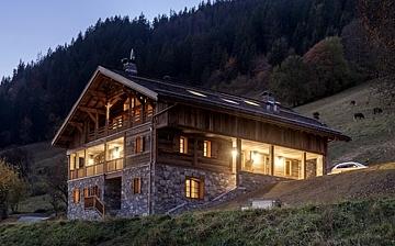 Das Chalet La Ferme de Juliette in Grand Bornand Chinaillon, im Skigebiet Grand Massif. In sehr schöner Aussichtslage und mit komfortabler Ausstattung bietet dieses schöne Chalet Platz für bis zu 10 Personen. Skiurlaub in Frankreich.