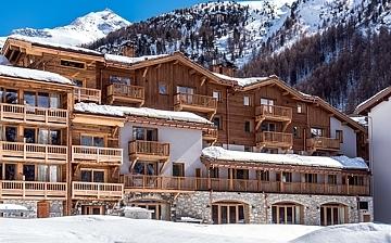Chalet Skadi in Val d'Isere: Die komfortable Residenz Chalet Skadi von Village Montana, bietet Komfort-Ferienwohnungen direkt in Val d'Isere, im Skigebiet Espace Killy, dem gemeinsamen Skigebiet von Tignes und Val d'Isere, in den französischen Alpen. Val d'Isere (1850 m) bedeutet Skiurlaub, Skireisen, Winterurlaub der Superlative! Skifahren in den französischen Alpen und Wohnen in komfortablen Ferienwohnungen, luxuriösen Chalets und Hotels.