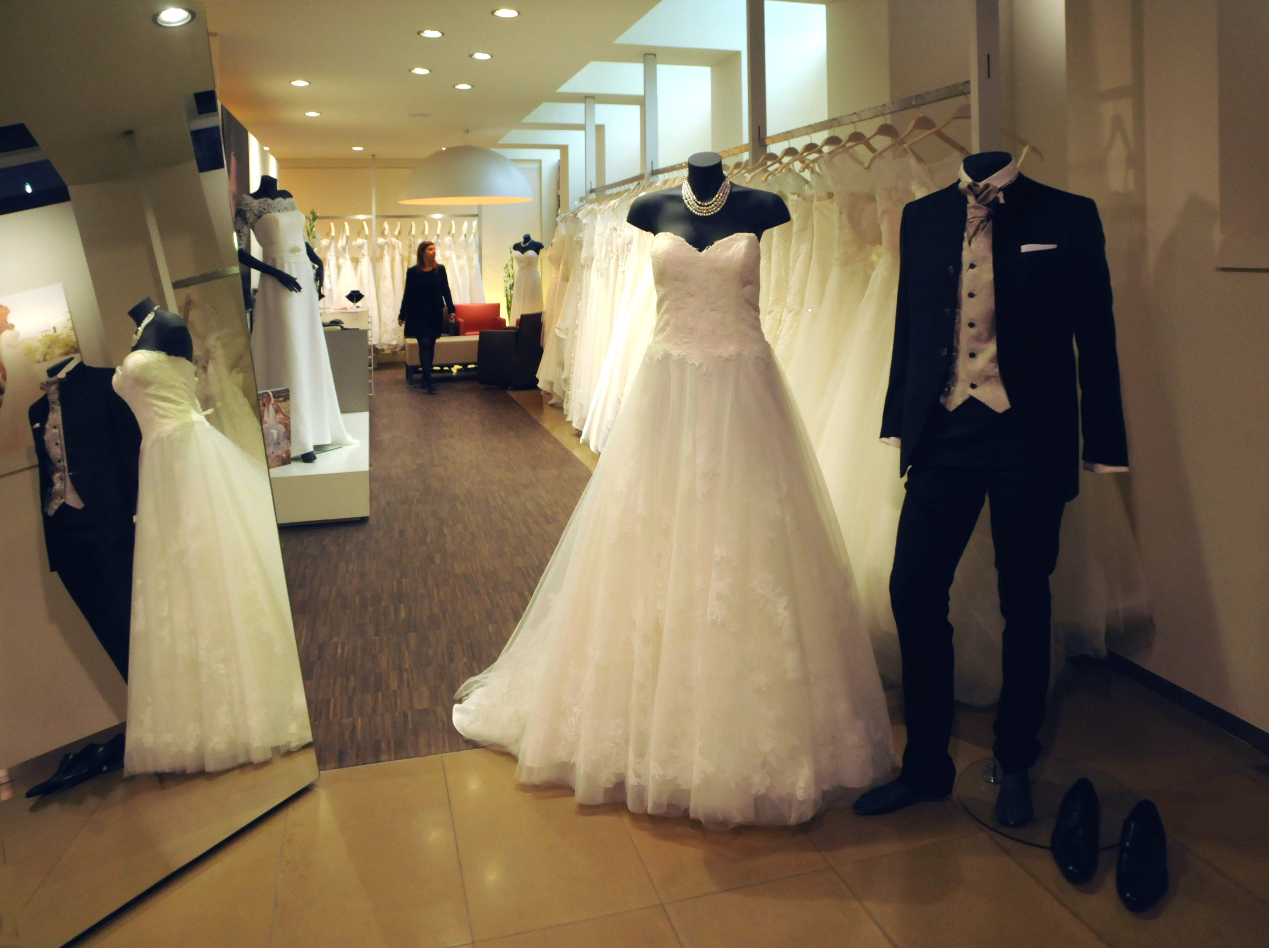 Bezoek Onze Showroom In Leuven Linx Bruidsmode En Feestkleding