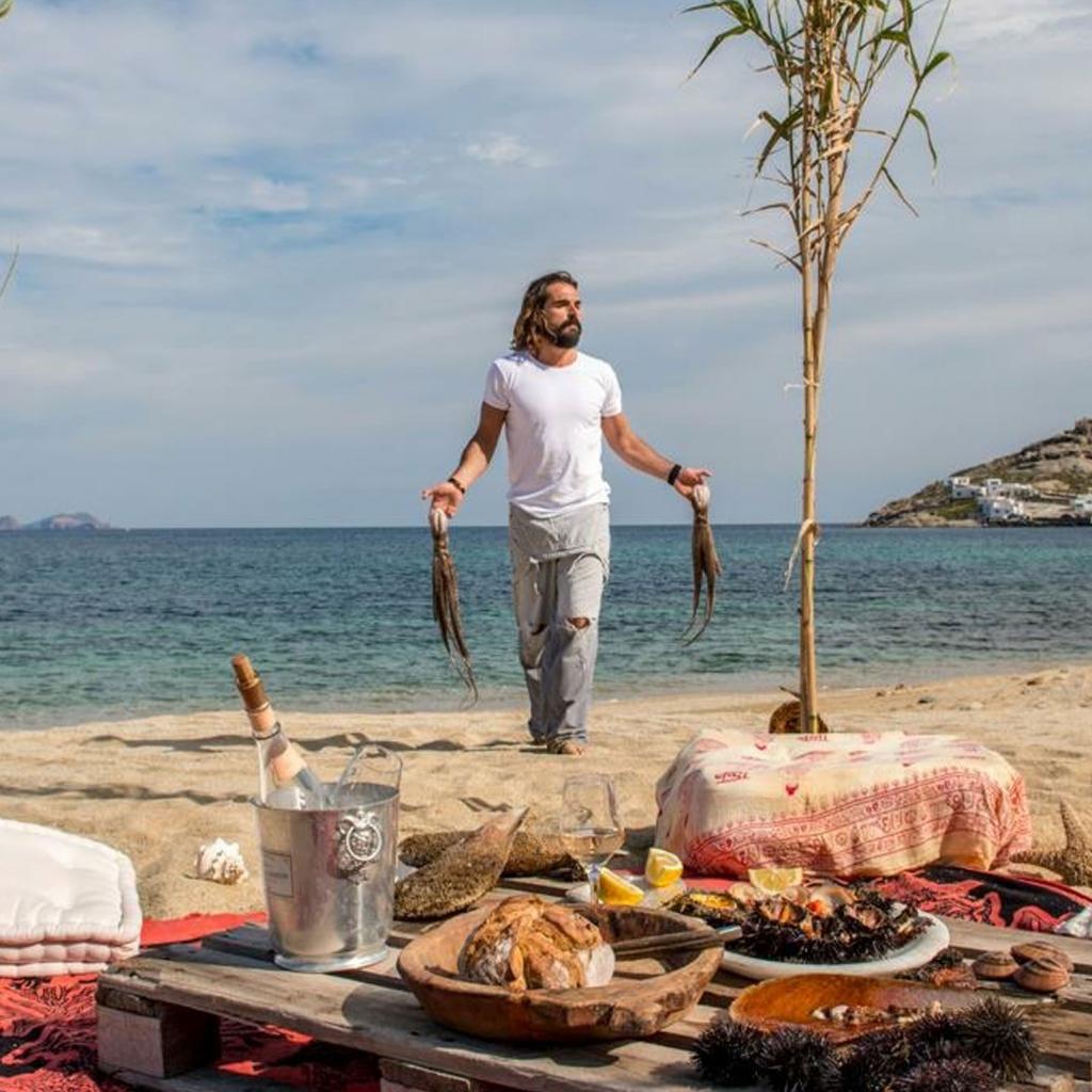 Private Cruise, Delos-Rhenia & Beach Cooking at Rhenia