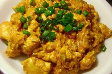 Een heerlijke Afrikaans curry gerecht met kerrie, tomaten, kokosmelk en ui.