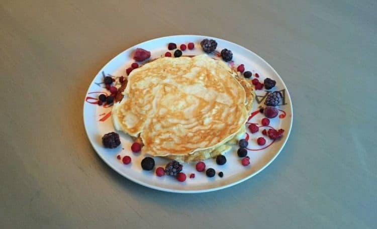 Eiwitrijke pannenkoeken met vers fruit.