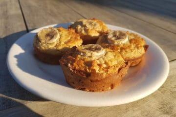 Heerlijke koolhydraatarme bananenmuffins gemaakt van amandelmeel, ei en banaan.