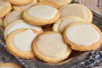 Heerlijke koolhydraatarme koekjes met suikervrije glazuur.
