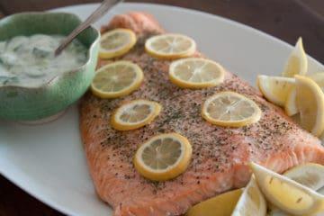 Heerlijk zalmfilet gebakken in de oven en op smaak gebracht met citroen en dille.