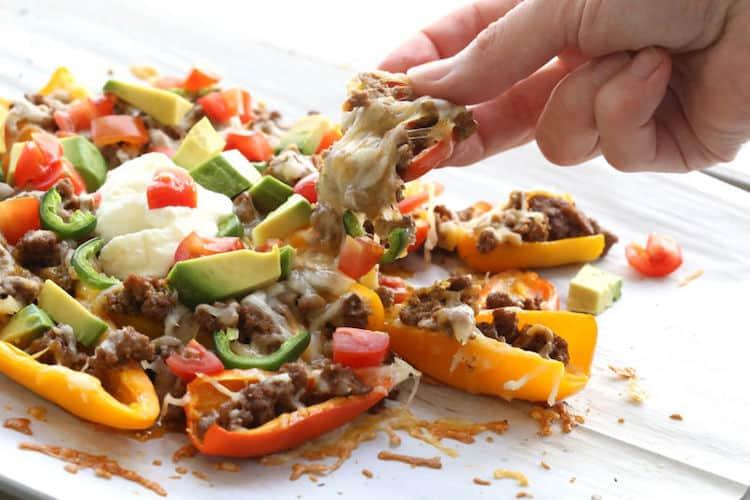 Paprika nacho's met gehakt en avocado
