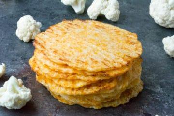 Koolhydraatarme tortilla's gemaakt van bloemkool en kaas.