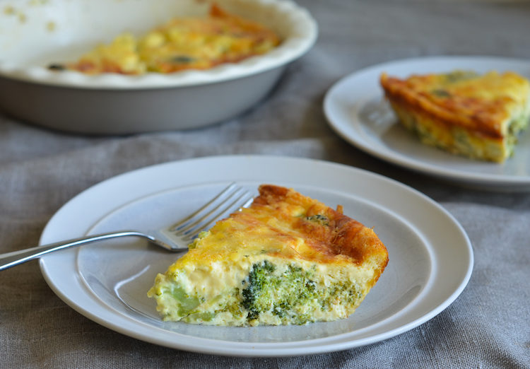 Koolhydraatarme broccoli quiche met kaas.