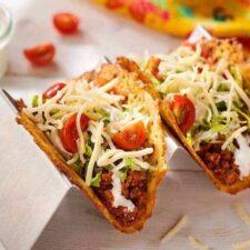Koolhydraatarme taco's gemaakt van kaas.