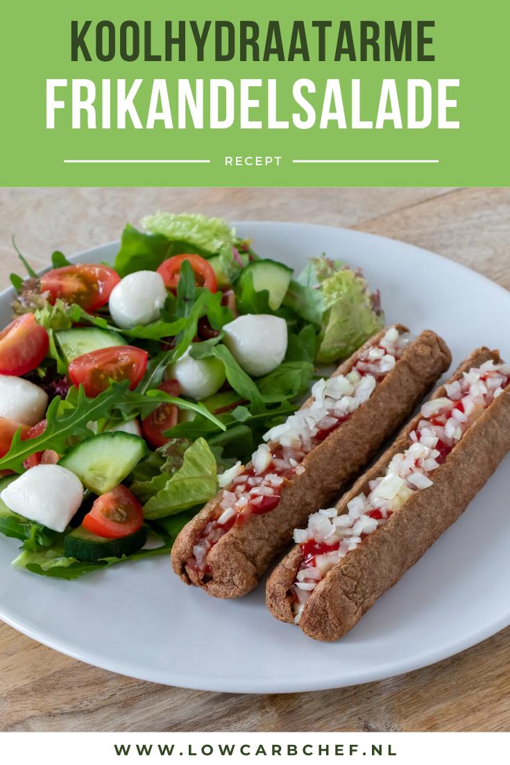 Deze koolhydraatarme frikandelsalade is makkelijk om te maken en heerlijk om te eten als lunch of diner. Ook geschikt om te eten bij het volgen van een keto dieet! #koolhydraatarm #keto #frikandel #recepten