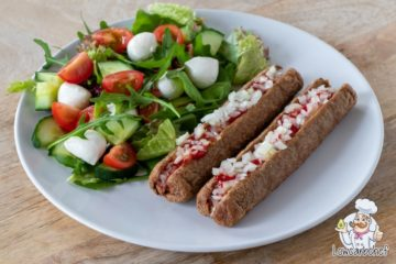 Frikandel speciaal met rucola salade.