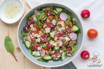 Carpaccio salade met pesto.