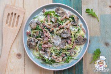 Courgette carbonara met champignons en spekjes