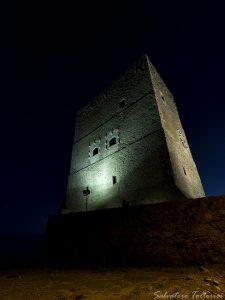 Castello della Roccella di notte