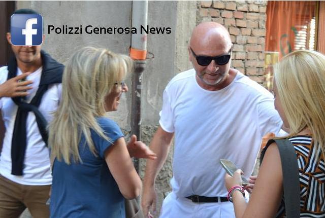 Il Noto Stilista Domenico Dolce Di DG Torna Nella Sua Polizzi Per Passare Un Periodo Ferie E Ritrovare I Suoi Vecchi Amici Modo Trascorrere Le