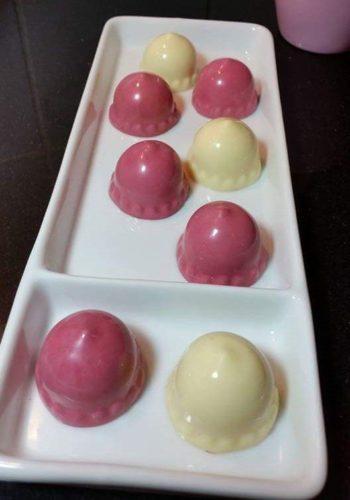 bonbons maken samen met anita, top workshop waarin wij je leren bonbons te maken met chocola in alle kleuren en vormen en maten echt geweldig bij loekie.nu