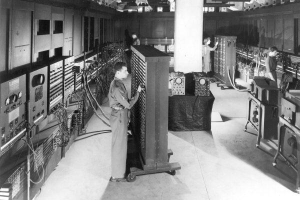 Classic_shot_of_the_ENIAC_full_resolution-600x400.jpg