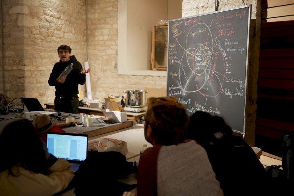Pierre-Grangé Praderas lors de l'atelier OpenBeeLab au Château d'eau de Bourges. DR.