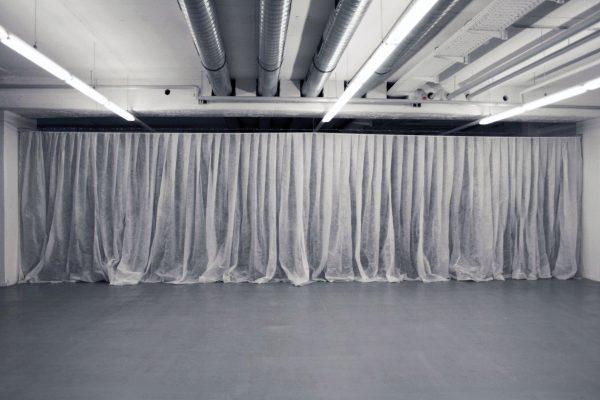 curtain-2010-silvio-vujicic-6-600x400.jpg