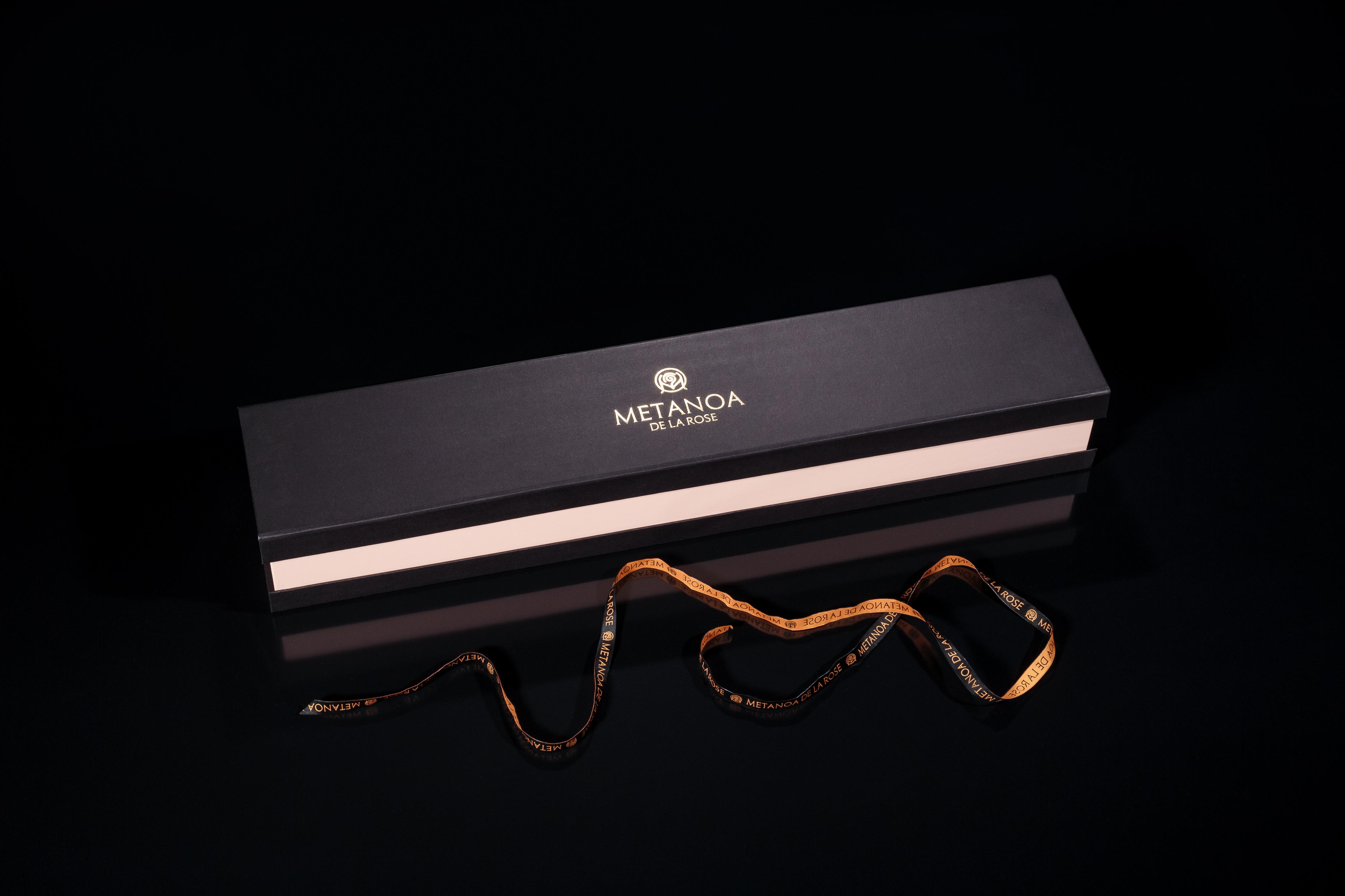 Луксозна кутия, уникален подарък, черна роза