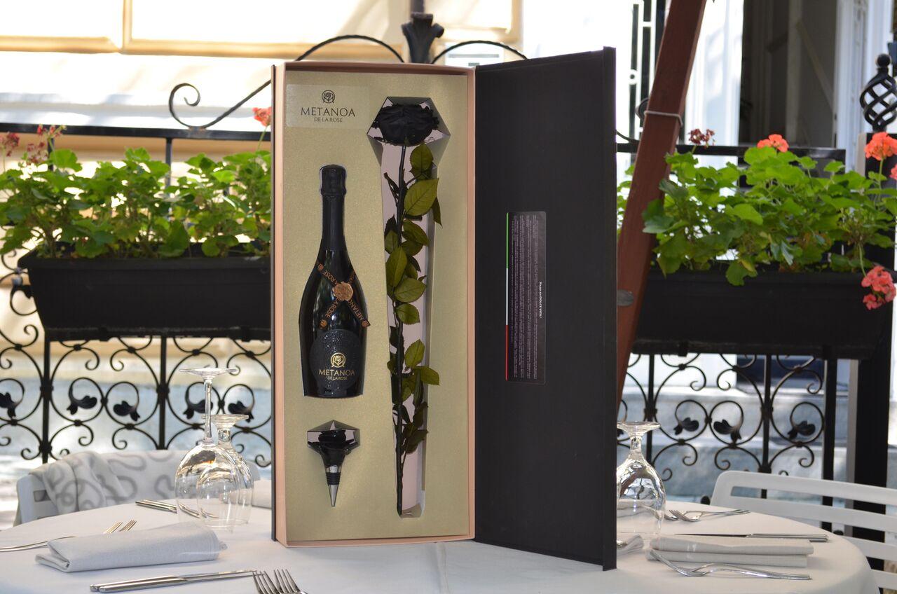 Луксозна кутия, уникален подарък, вино, черна роза Метаноа