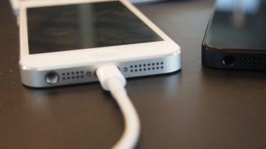 Rygte: iPhone 7 kan have adapter til lightning-stik med i købet