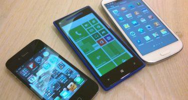 Se HTC Windows Phone 8X sammen med iPhone 4S og Galaxy S III