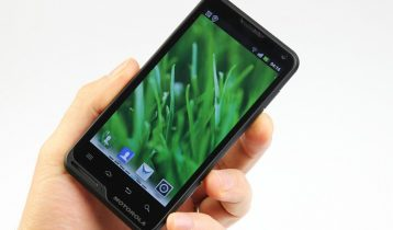 Motorola Motoluxe til Danmark 1. marts