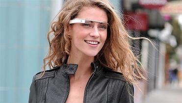Google tegner strategisk aftale med brillegigant