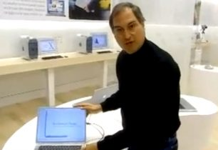 Video: Se Steve Jobs åbne den første Apple Store i 2001